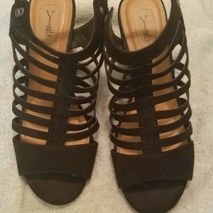 Y Not Shoes - Black Wedge Sandals
